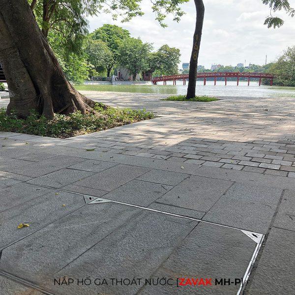 Khung inox Nắp hố ga thoát nước mưa Zavak MH-P lát gạch vỉa hè bờ hồ Hà nội